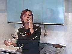 Пьяная русская девица трахается у себя дома на кухне