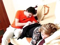 По возвращению домой молодой парень оттрахал спящую старую тётку